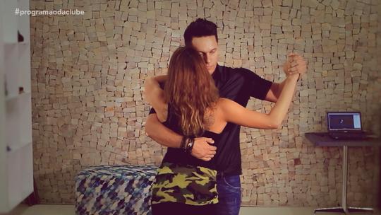 Léo Cachorrão se joga no ritmo do tango no desafio do 'Fora do Ar'