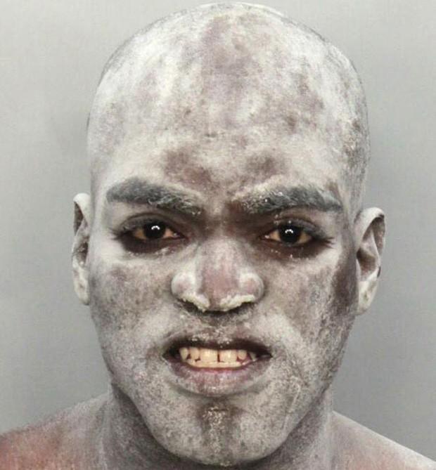 Travis Williams foi preso por conduta desordeira. Contudo, não há detalhes de como ele ficou coberto de farinha (Foto: Divulgação)