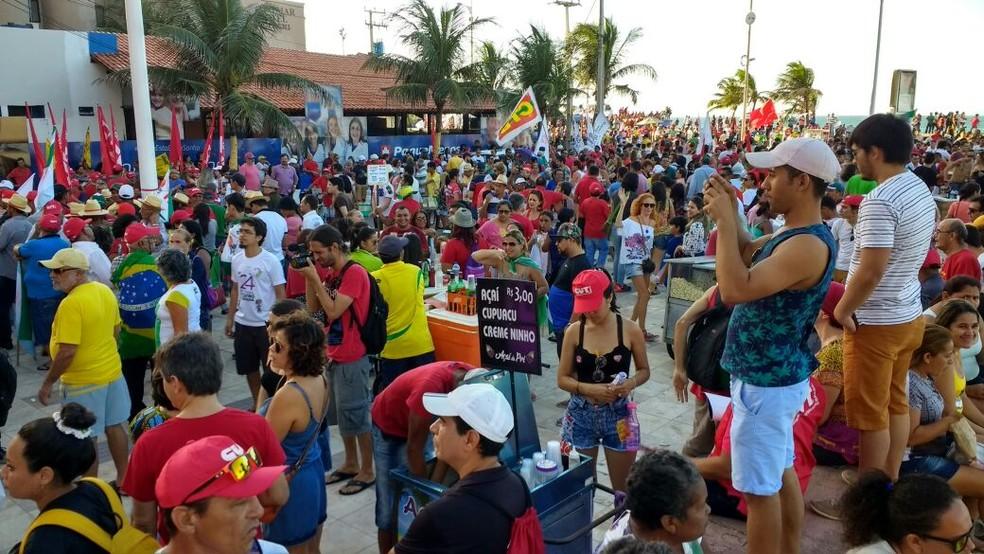 Manifestantes voltam a pedir a saída de Temer em Fortaleza (Foto: Dawlton Moura)