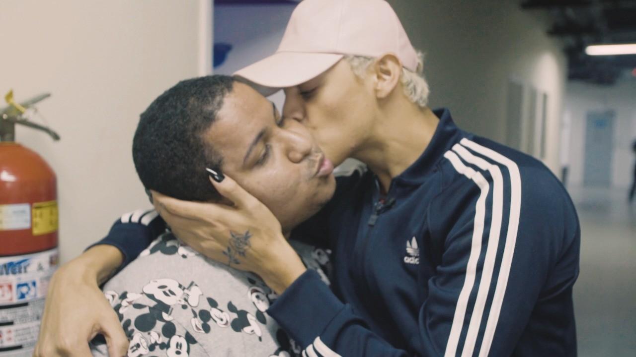 Pabllo surpreendeu os fs que gravavam um depoimento sobre homofobia, na estreia de Prazer, Pabllo Vittar (Foto: Multishow)