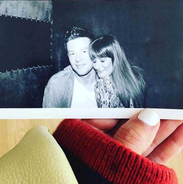 Lea Michele, de Glee, faz homenagem ao ex Cory Monteith (Foto: Reprodução)
