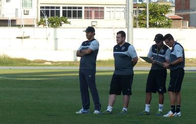 Ricardo Gomes fecha parcialmente o treino desta quinta-feira (Foto: Jessica Mello / GloboEsporte.com)