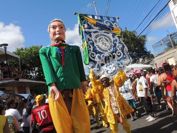 Os Irresponsáveis desfila na Zona Norte do Recife (Foto: Luna Markman / G1)