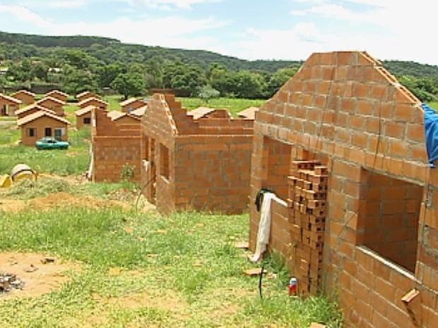 Todas as 60 casas foram ocupadas na cidade (Foto: Reprodução/TV TEM)