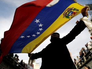 Manifestante participa de ato pelas vítimas de violência durante protestos contra o governo em Caracas, na Venezuela, em 24 de julho
