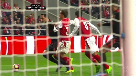 Mitroglou, do Benfica, é o dono do gol mais bonito do futebol internacional