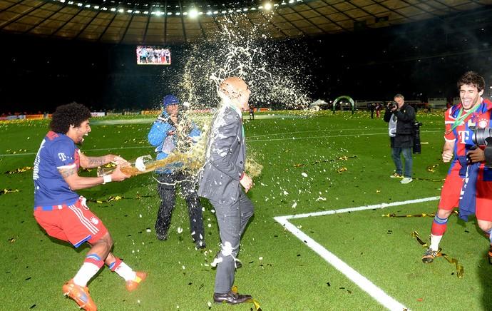 Pep Guardiola comemoração Bayern de Munique contra  Dortmund Copa da Alemanha final (Foto: AFP)