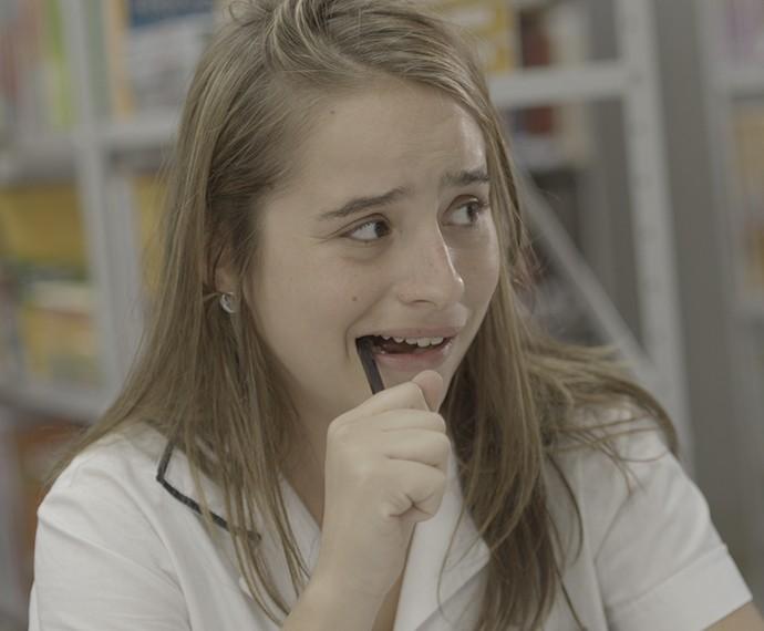 Camila com cara de quem fez besteira (Foto: TV Globo)