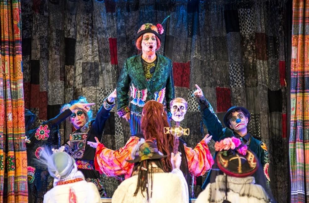 Abertura do festival acontece com a peça 'Os Gigantes da Montanha', do Grupo Galpão (Foto: Thiago Costoli)