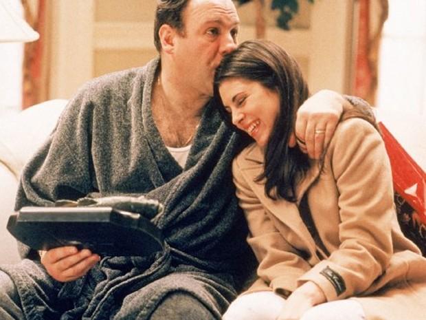 Jamie-Lynn Sigler ao lado do ator James Gandolfini em 'Família Soprano' (Foto: Divulgação)
