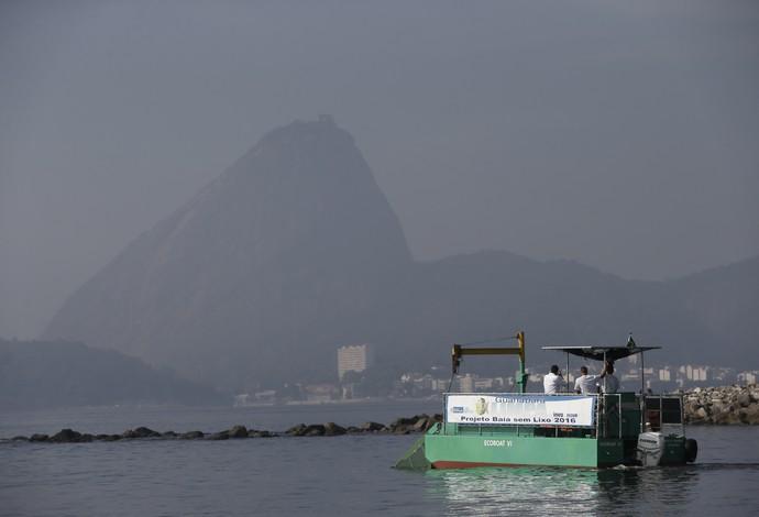 baia de guanabara ecobarco (Foto: AP)