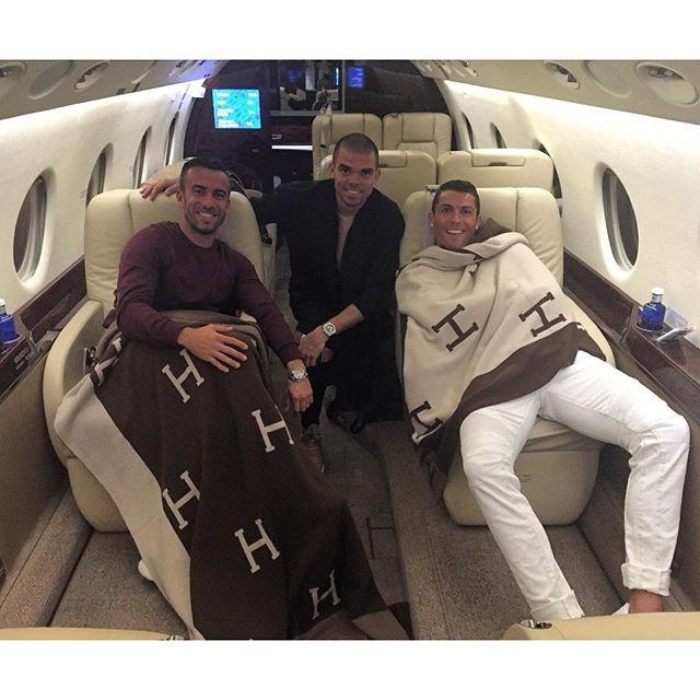 Cristiano Ronaldo com Ricky Regufe e Pepe jatinho (Foto: Reprodução Instagram)