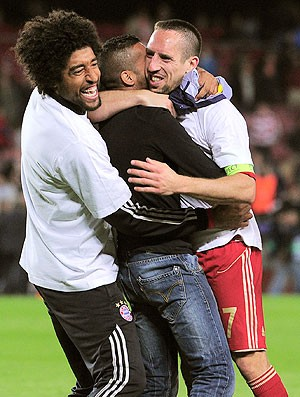 Dante Ribery torcedor jogo Bayern (Foto: AFP)