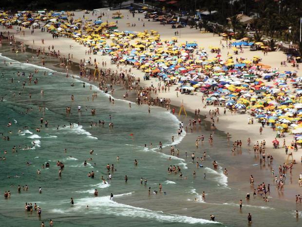 Praia do Tombo recebeu certificado de Bandeira Azul neste sábado (15) (Foto: Pedro Rezende/Prefeitura do Guarujá)