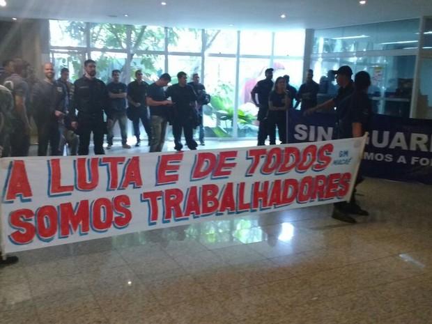 Agentes ocuparam prédio da Prefeitura (Foto: Jean Matos/União GM Macaé)