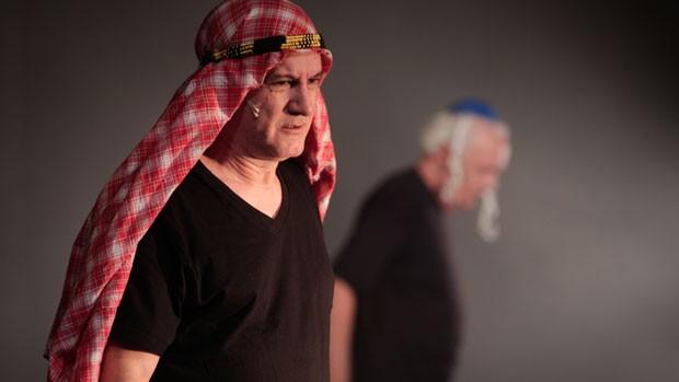 Edi Botelho vive um muculmano radical no espetáculo de Thomas (Foto: Divulgação)