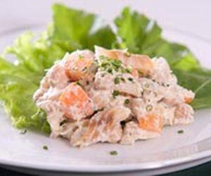 Salada de bacalhau com grão-de-bico e cream cheese