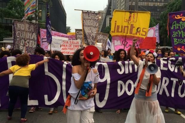Coletivos de mulheres negras puxaram a marcha, que também protestou contra o machismo e violência sexual (Foto: Amauri Arrais / Marie Claire)