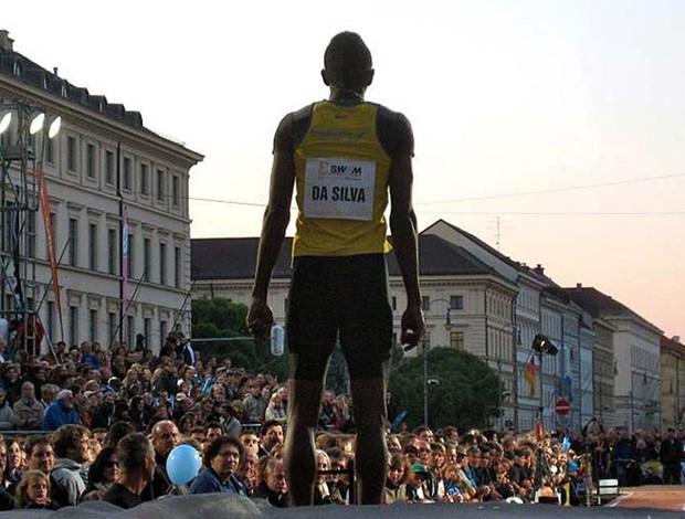 Duda se prepara para o salto na Odeonplatz (Foto: Divulgação Contrapé de Jornalismo)