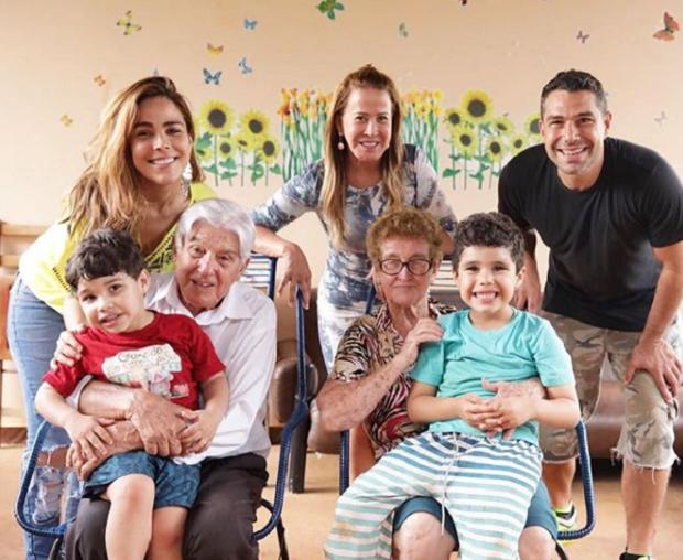 Wanessa com Zilu Camargo e família (Foto: Reprodução/Instagram)