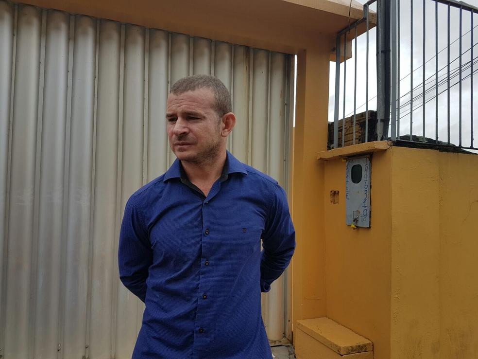 Francisco Barroso conta que era funcionário do setor, fez processo seletivo, mas certame foi cancelado (Foto: Anny Barbosa/G1)