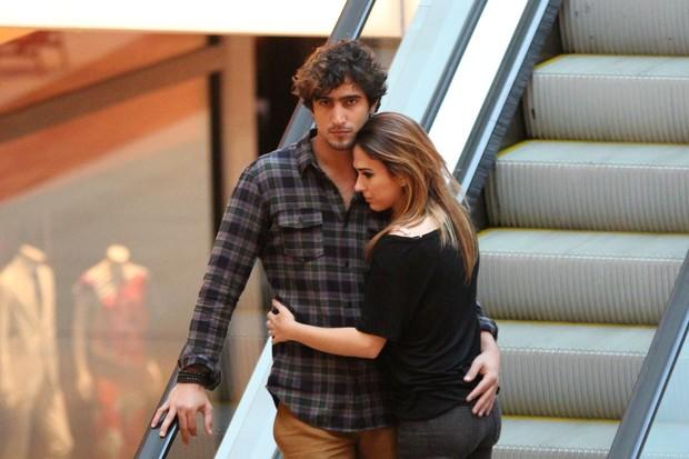 Tata Werneck e o namorado passeiam em shopping (Foto:  Fabio Moreno/AgNews)