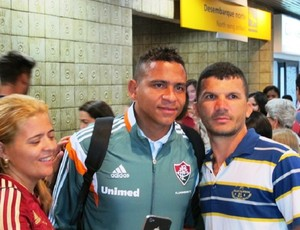 Walter Fluminense desembarque Recife (Foto: Hector Werlang)
