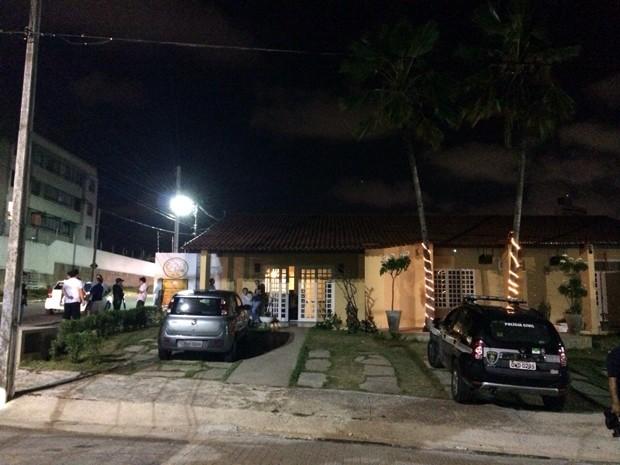 Crime aconteceu em frente a um restaurante no bairro de Capim Macio, na Zona Sul da cidade (Foto: Matheus Magalhães/Inter TV Cabugi)