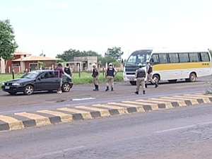 Fluxo de veículos aumentou 80% nas rodovias (Foto: Reprodução/TV Integração)