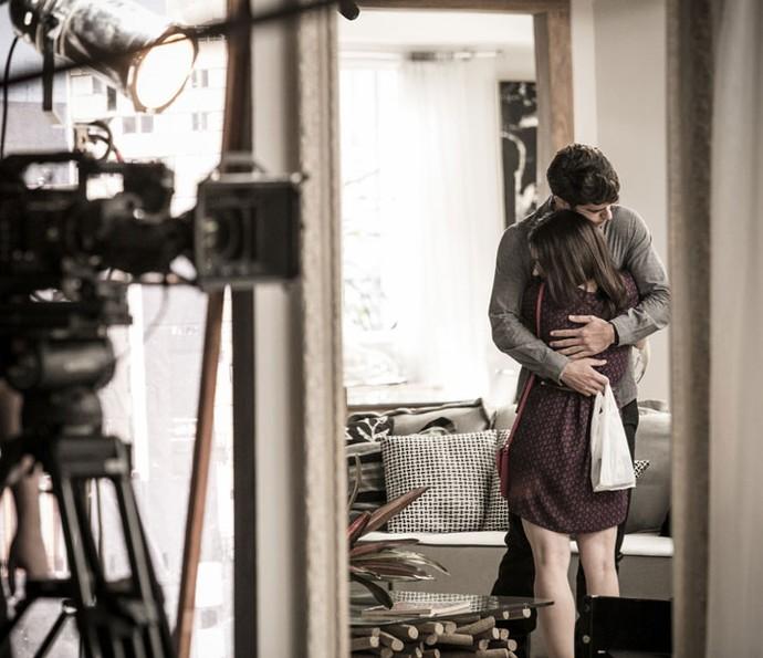 Atores gravam cenas fofas de Felipe e Shirlei (Foto: Raphael Dias/Gshow)