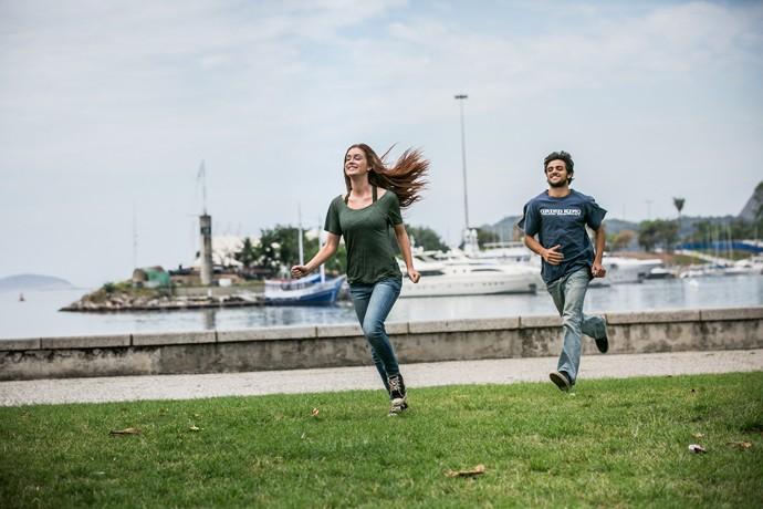 Eliza e Jonatas tiram o dia para aproveitar a vida (Foto: Isabella Pinheiro / Gshow)