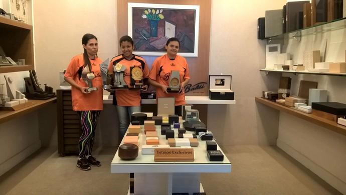 Josiane Marques (esq), Gleice Maia (centro) e Ana Paula Santos (dir) vão disputar o torneio em 2016 (Foto: Roberta Oliveira)