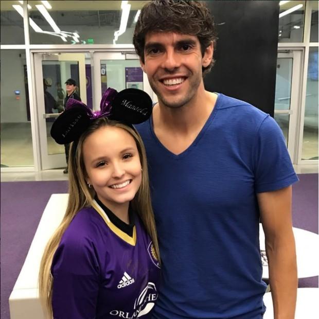 Larissa Manoela posa ao lado de Kaká  (Foto: Reprodução/Instagram)