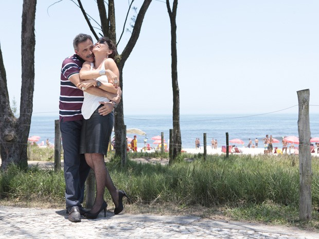 Magrini e Natália gravam cenas de românce dos seus personagens (Foto: Salve Jorge/TV Globo)