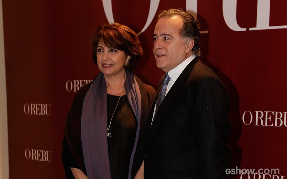 O ator posa ao lado da esposa, Lidiane (Foto: Fábio Rocha/TV Globo)