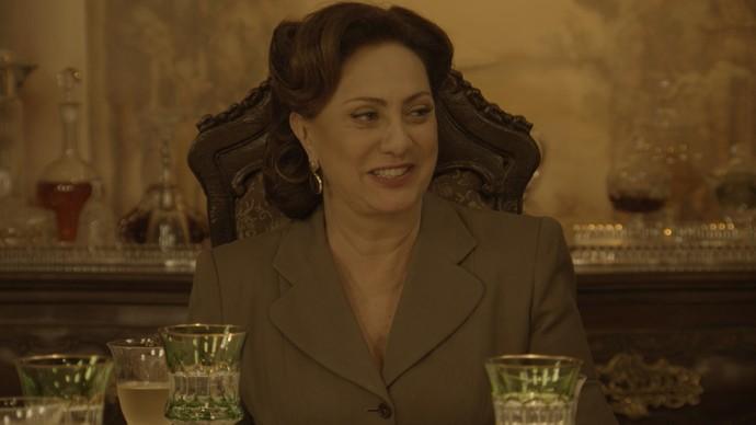 Anastácia recupera a fortuna (Foto: TV Globo)