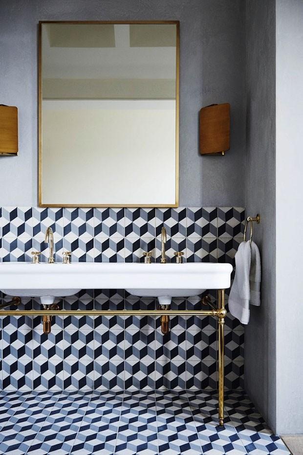 Décor do dia: banheiro com ladrilhos geométricos (Foto: reprodução)