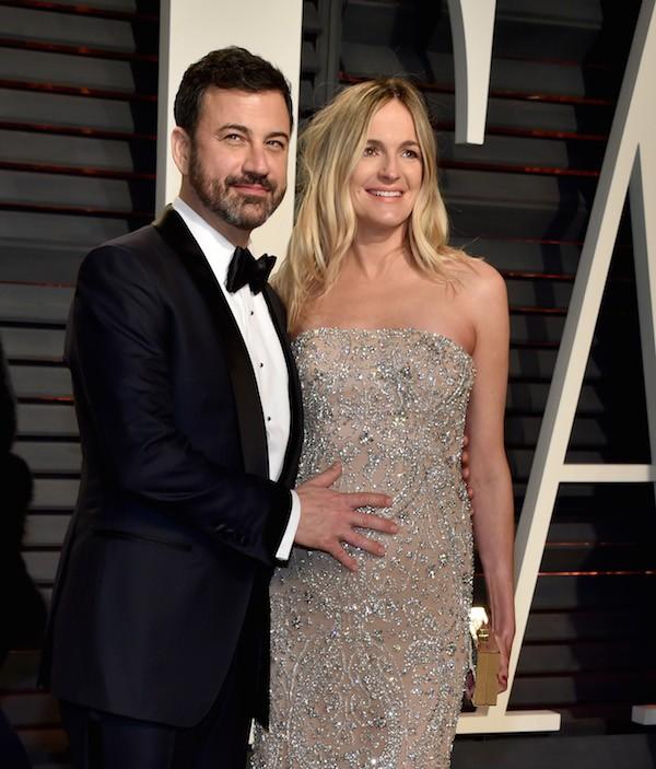 O apresentador Jimmy Kimmel com a esposa na época do Oscar 2017, quando ela ainda estava gávida do pequeno Billy (Foto: Getty Images)