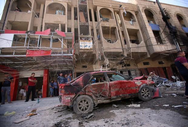 Explosão em bairro xiita de Bagdá deixou mortos nesta quarta-feira (28) (Foto: AFP)