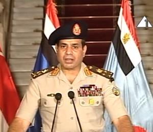 Reprodução de TV mostra general Abdel-Fattah el-Sissi anunciando que o Exército suspendeu a Constituição e derrubou o presidente do Egito, Mohamed Morsi (Foto: TV Estatal do Egito/Reprodução)