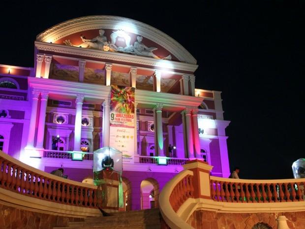Noite de abertura do Amazonas Film Festival levou muitos famosos para o Teatro Amazonas, em Manaus (Foto: Tiago Melo/G1 AM)