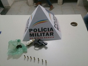 Material localizado com adolescente em Formiga (Foto: Polícia Militar/ Divulgação)