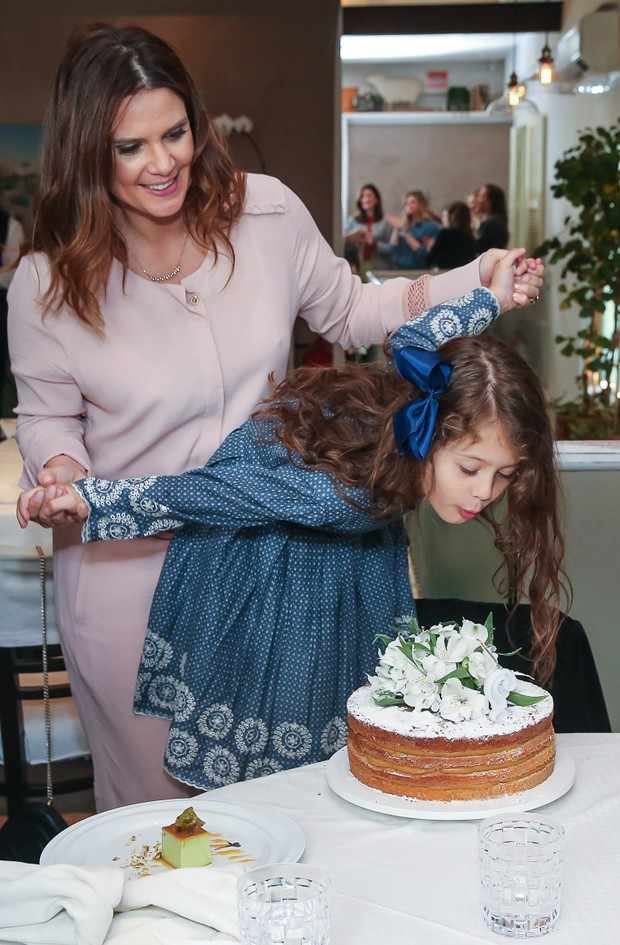 Parabéns Mariana Kupfer com a filha Victoria (Foto: Manuela Scarpa/Brazil News)