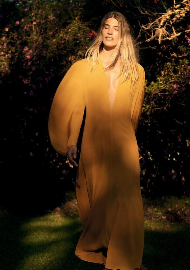 Vestido de tecido plissado (R$ 4.882). (Foto: Gui Paganini)
