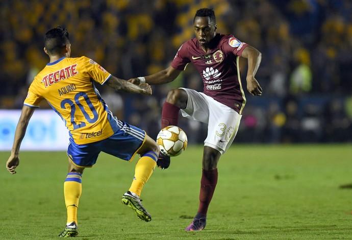 Em jogo duro, Tigres levou a melhor nos pênaltis diante do América-MEX (Foto: EFE)