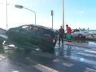 Acidente deixa trânsito complicado na orla na manhã desta sexta-feira