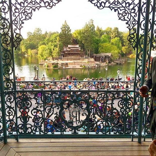 Uma das vistas do espaço é para o casa assombrada da Disney (Foto: Reprodução/Instagram)