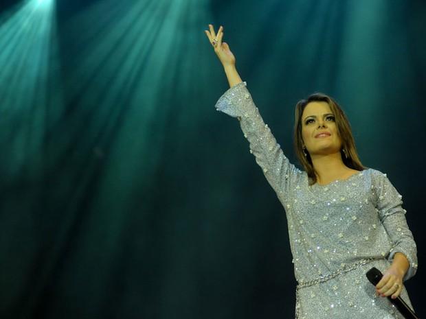 Ana Paula Valadão acena durante o show do grupo Diante do Trono no Festival Promessas 2012 (Foto: Flavio Moraes/G1)