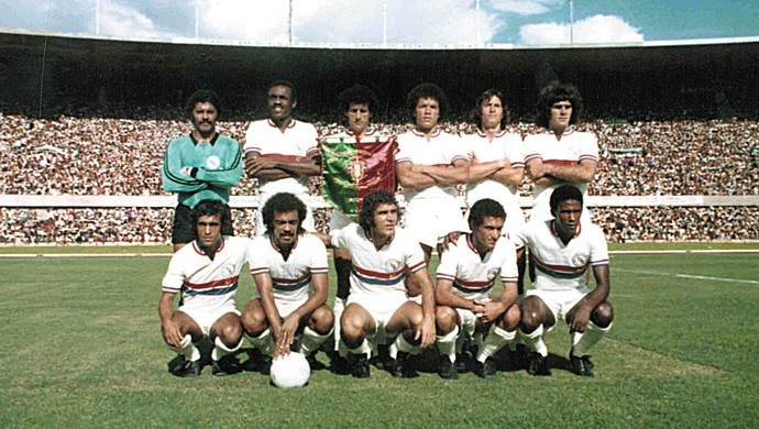Seleção Goiana na inauguração do Serra Dourada, em 1975 (Foto: O Popular)