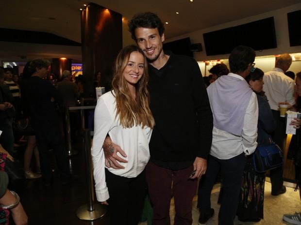Érika Mader e o marido, Pedro Carneiro, em pré-estreia de filme no Rio (Foto: Felipe Assumpção/ Ag. News)